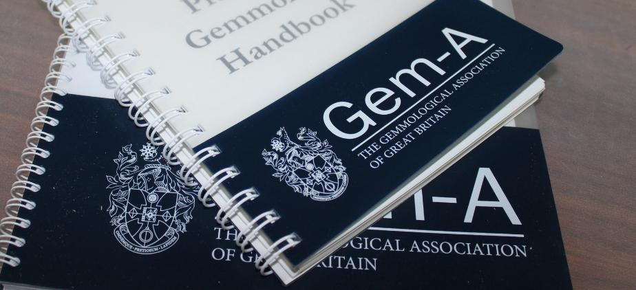 Apply to study a gemmology or diamond course with Gem-A